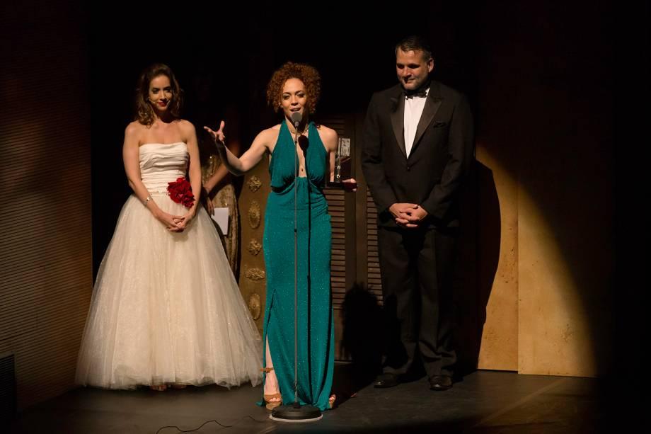 Laila Garin durante o agradecimento pelo prêmio de Melhor Atriz