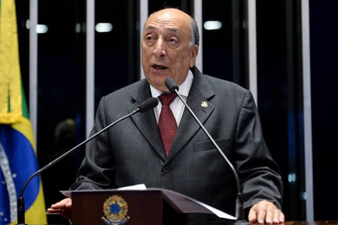 O senador Pedro Chaves