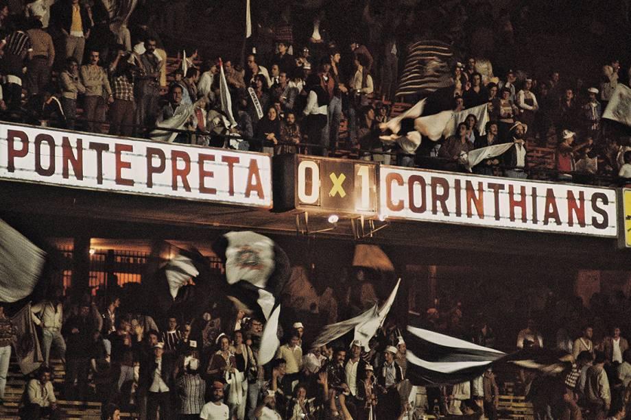 Placar mostra o resultado do jogo Ponte Preta 0 x 1 Corinthians, na final do Campeonato Paulista, de 1977, no Estádio do Morumbi.