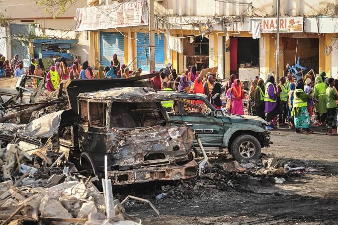 Explosão de caminhão-bomba mata 215 na Somália – 15/10/2017