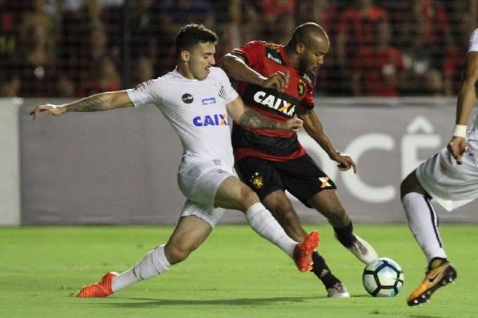 Lance durante a partida entre Sport e Santos, em Recife