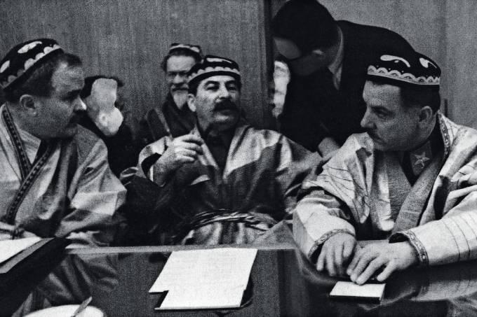 Stalin-recebe-delegados-do-Turcomenistão-e-do-Tadjiquistão