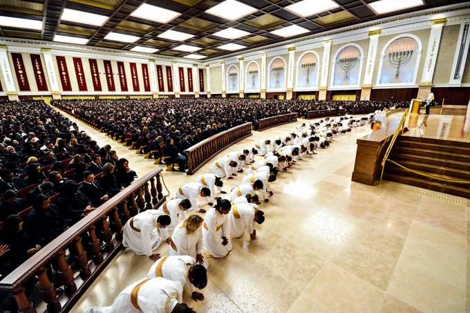 Mais autoajuda, menos oração – Culto no Templo de Salomão, em São Paulo: rumo a uma nova fase