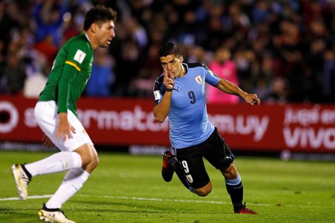O uruguaio Luis Suárez comemora gol contra a Bolívia, pelas Eliminatórias da Copa da Rússia, em Montevideo