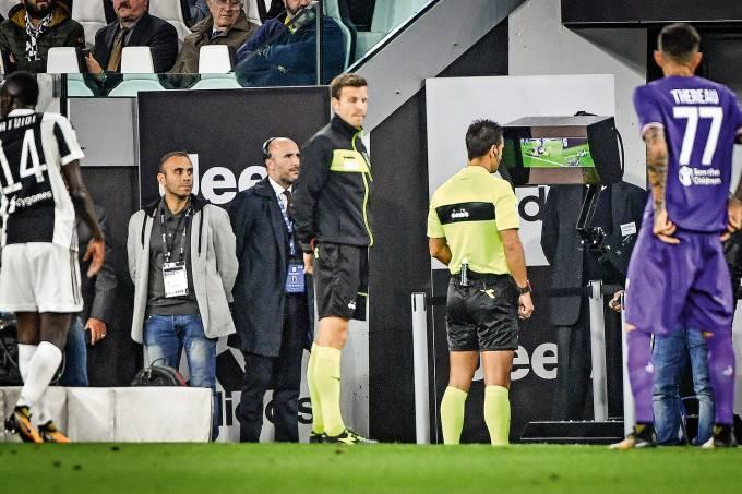 Testado mundo afora –  Na Itália, o árbitro já pode consultar o vídeo nas partidas da primeira divisão