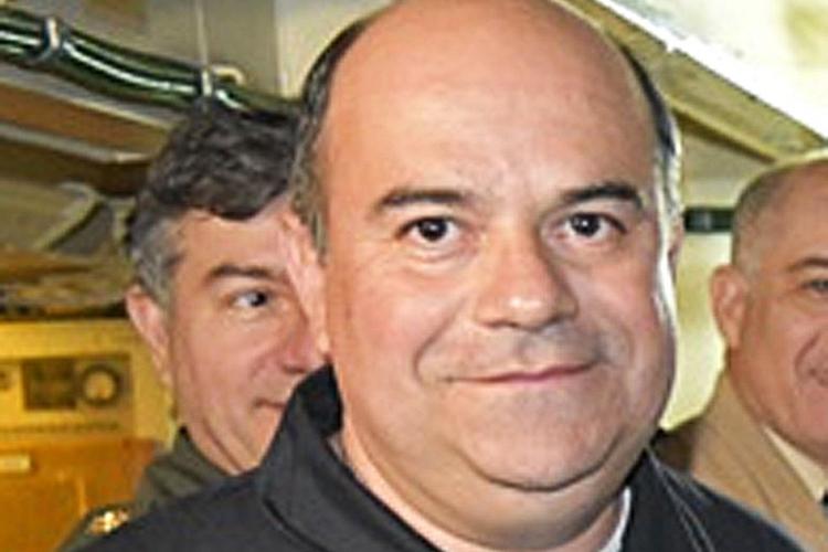 O capitão de fragata Pedro Martín Fernández, de 45 anos, é o comandante do submarino. Nascido em Tucumán, no norte da Argentina, é casado e pai de três adolescentes