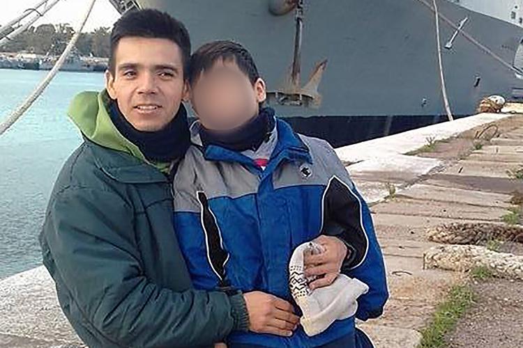 O suboficial principal do San Juan, Javier Alejandro Gallardo, tem 47 anos e herdou de seu pai, que teve uma longa carreira na Marinha, a paixão pelo mar. Vive em Mar del Plata com sua família e é fã do time de futebol Boca Juniors
