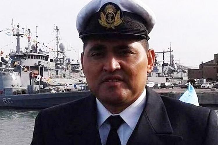 O segundo suboficial Víctor Marcelo Enríquez, de 37 anos, vive em Mar del Plata com sua esposa e suas duas filhas, de 5 e 11 anos