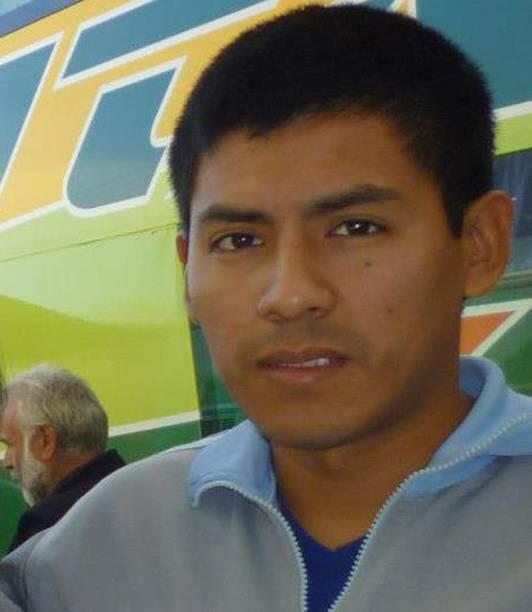 Luis Carlos Nolasco formou-secomo técnico eletricista, entrou na Marinha em 2007. É cabo principal do San Juan. Tem duas filhas, de 4 e 7 anos
