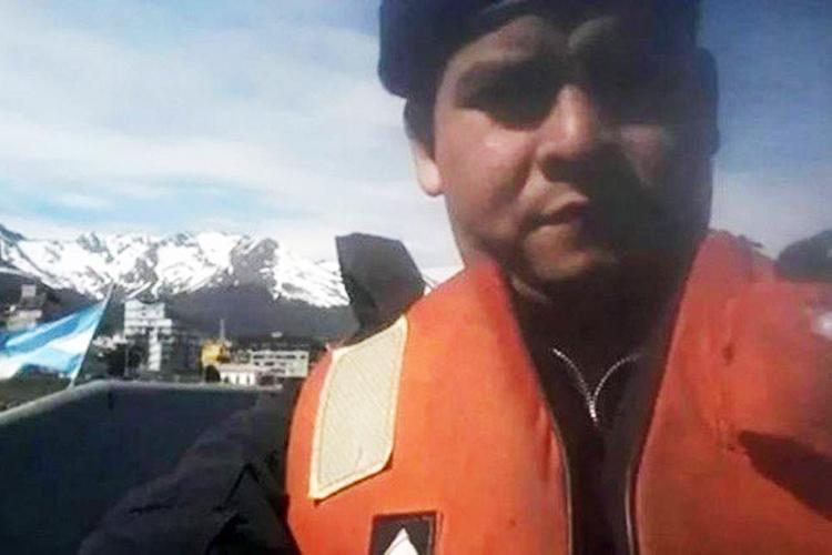 Luis Esteban García é cabo principal do submarino. É casado e tem dois filhos