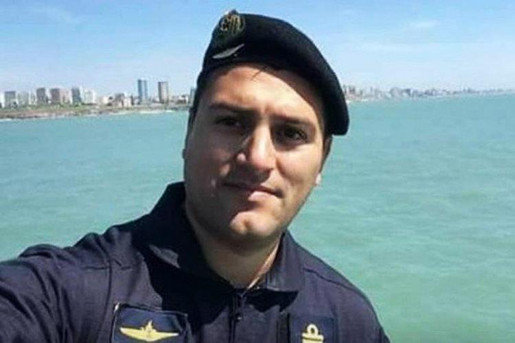 """Fernando Vicente Villareal, de 38 anos, é tenente de navio. Nasceu em Ushuaia, no sul da Argentina, mas vive em Mar del Prata com sua esposa e filha. Seu pai o descreveu como um homem """"solidário e respeitoso"""""""