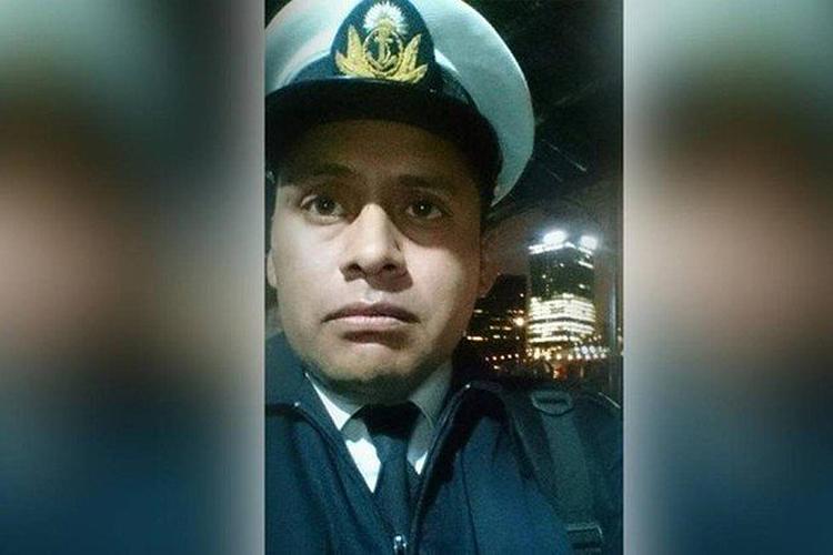 Roberto Daniel Medina, de 40 anos, é segundo suboficial do submarino. Tem experiência em manobras de patrulha marítima no Atlântico. Casado e pai de dois filhos, vive em Mar del Plata