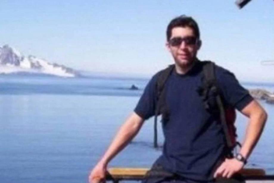 O segundo suboficial Ricardo Gabriel Alfaro Rodríguez, de 37 anos, é o encarregado da cozinha do submarino há quatro anos. Vive em Mar del Prata com sua esposa e filho