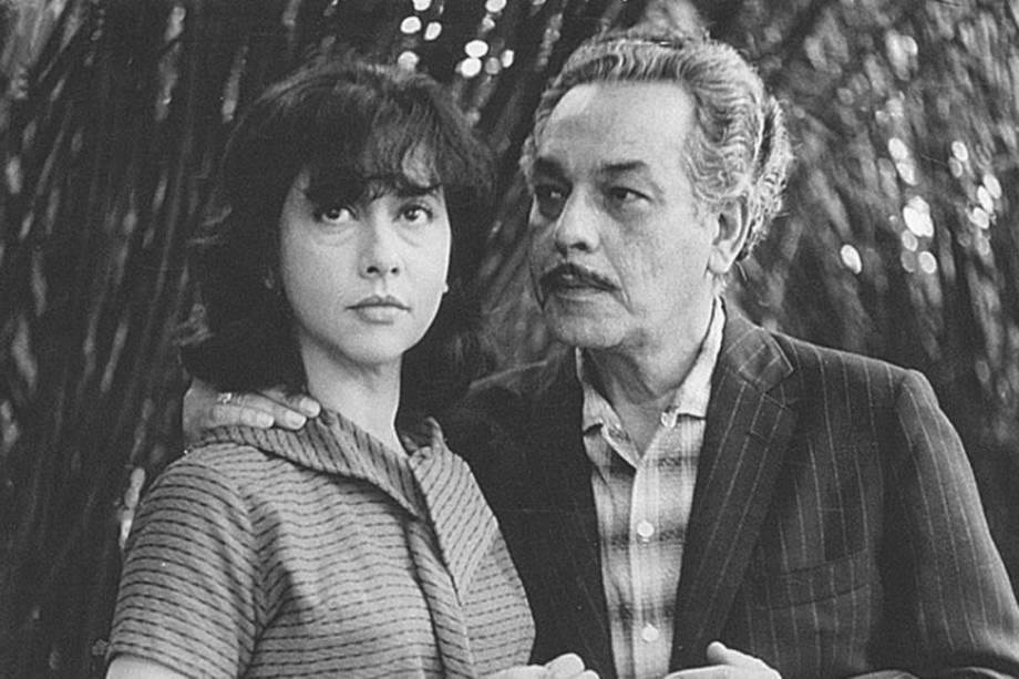 A atriz Fernanda Montenegro e o ator Paulo Gracindo em cena de 'A Falecida', de 1965