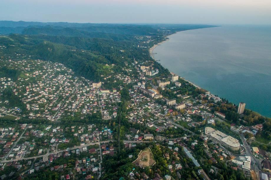 Vista aérea da cidade de Sukhumi, Abkhazia.