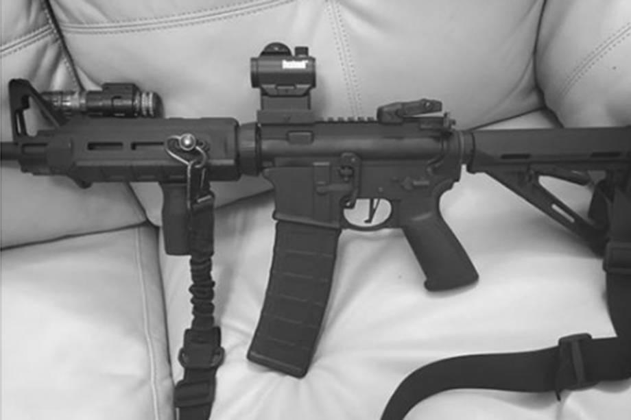 Atirador compartilhou foto de arma nas redes sociais.