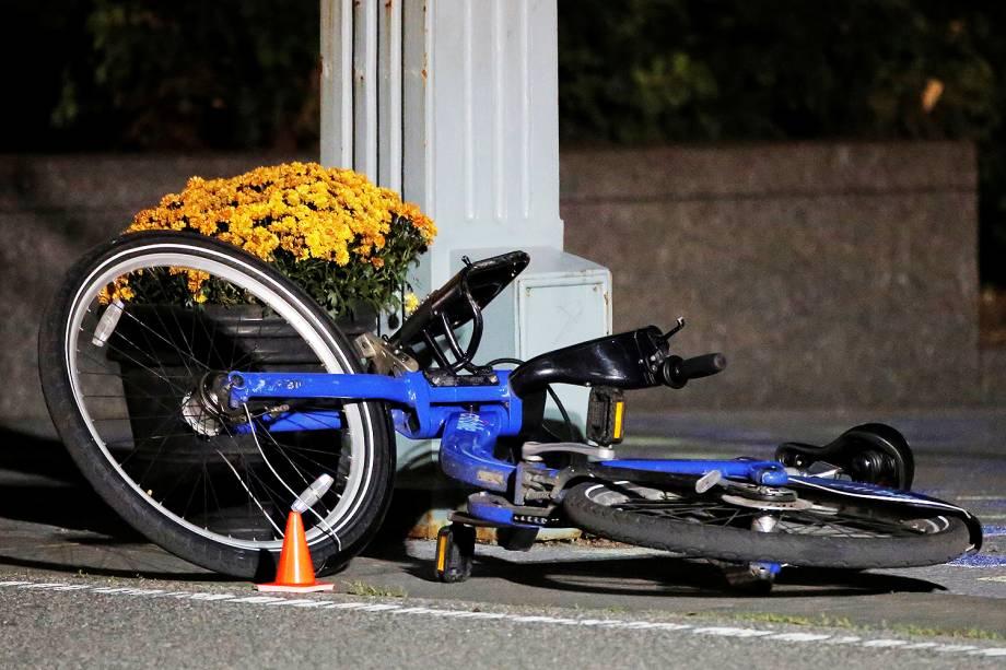 Bicicleta é vista em ciclovia, após ataque com caminhonete em Manhattan, Nova York - 01/11/2017