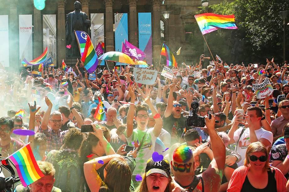 Australianos comemoram resultado da votação sobre a legalização do casamento gay no país, em Melbourne - 15/11/2017