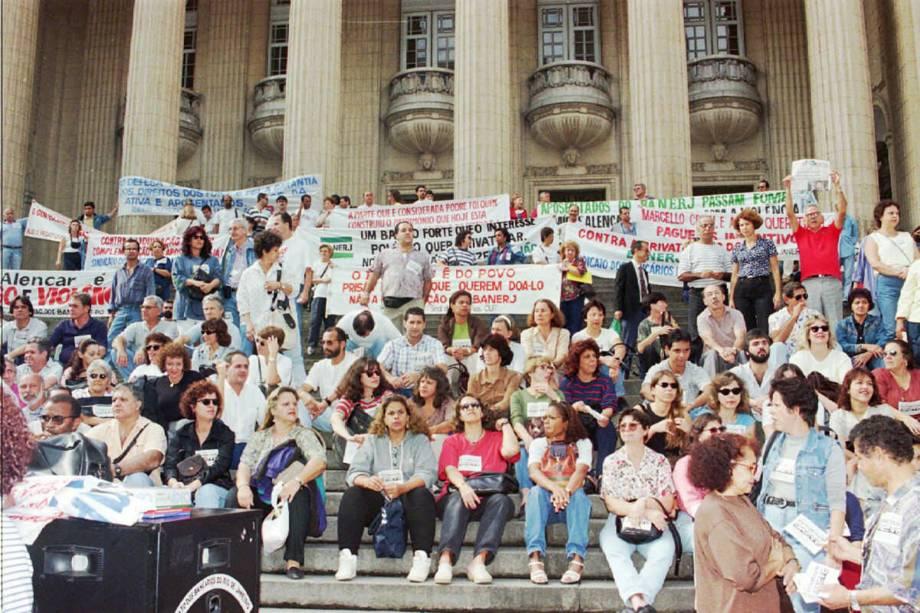 Manifestação de protesto dos funcionários do Banerj contra a privatização do banco - 18/06/1997