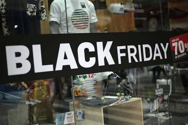 Comércio se prepara para a Black Friday em SP.