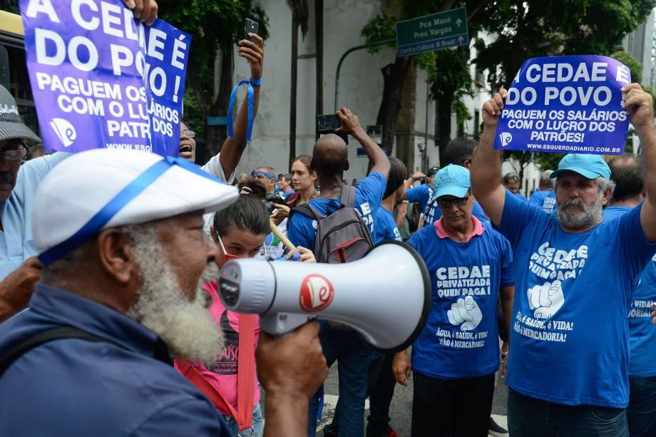 Manifestantes contrários à proposta de privatização da Companhia Estadual de Águas e Esgotos (Cedae) protestam no centro do Rio de Janeiro, em frente ao prédio da Assembléia Legislativa (Alerj) - 07/02/2017