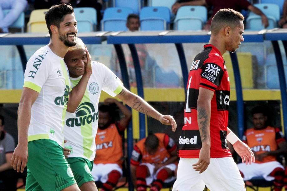 O jogador Tulio de Melo, da Chapecoense, comemora gol durante partida contra o Atlético-GO, no Estádio Olimpico em Goiânia (GO) - 19/11/2017