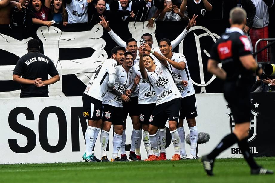 Romero do Corinthians comemora gol durante partida contra o Palmeiras válida pela 32ª rodada do Campeonato Brasileiro de 2017, na Arena Corinthians - 05/11/2017
