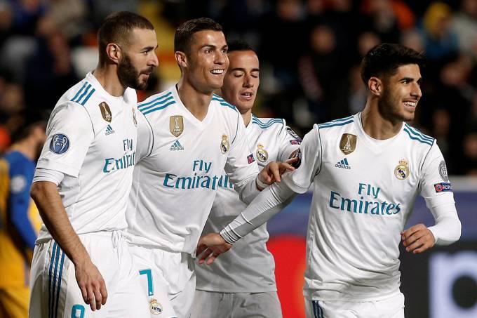 Jogadores do Real Madrid comemoram gol contra o Apoel, no Chipre – 21/11/2017