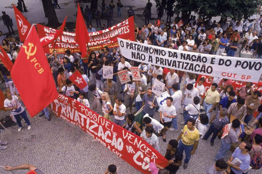 Manifestação contra o leilão da CSN, em frente ao prédio da Bolsa de Valores em São Paulo - 04/02/1993