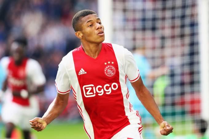 David Neres comemora gol pelo Ajax no Campeonato Holandês, em Amsterdã