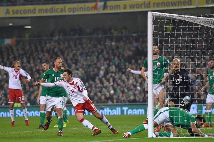 Andreas Christensen, da Dinamarca, comemora após marcar gol contra a Irlanda, pelas Eliminatórias da Copa da Rússia, em Dublin