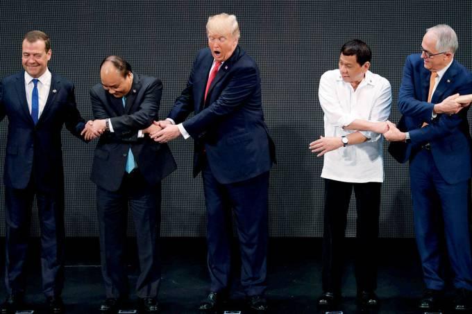 Descoordenado – Em Manila, o russo Medvedev, o vietnamita Nguyen, Trump, o filipino Duterte e o australiano Turnbull