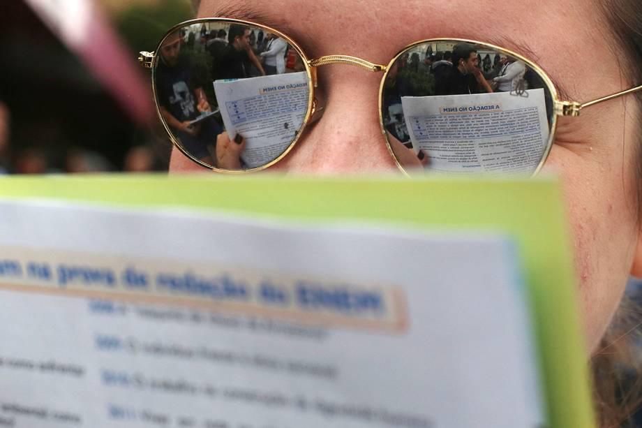 Estudantes se preparam minutos antes da prova do ENEM, no campus da UNIP da Avenida Vergueiro, em São Paulo