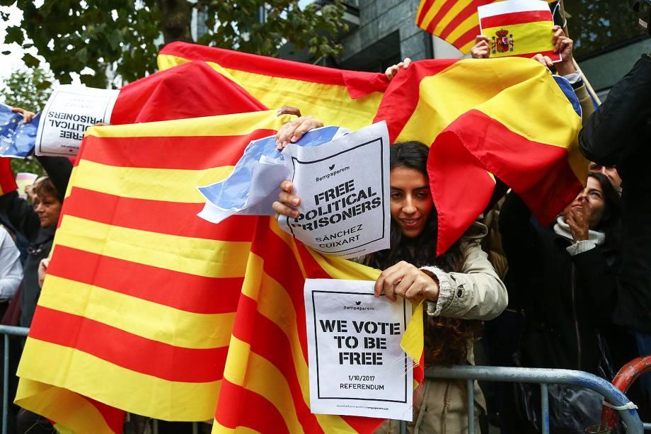 Manifestantes se reúnem na Catalunha - 31/10/2017