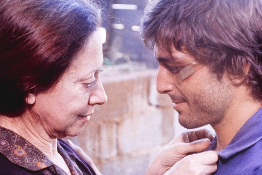 Fernanda Montenegro e Carlos Alberto Riccelli no filme 'Eles Não Usam Black-Tie', baseada em peça deGianfrancesco Guarnieri, de 1981