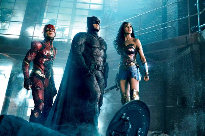 CINEMA – Flash (Ezra Miller), Batman (Ben Affleck) e Mulher-Maravilha (Gal Gadot): elenco impecável de Liga da Justiça