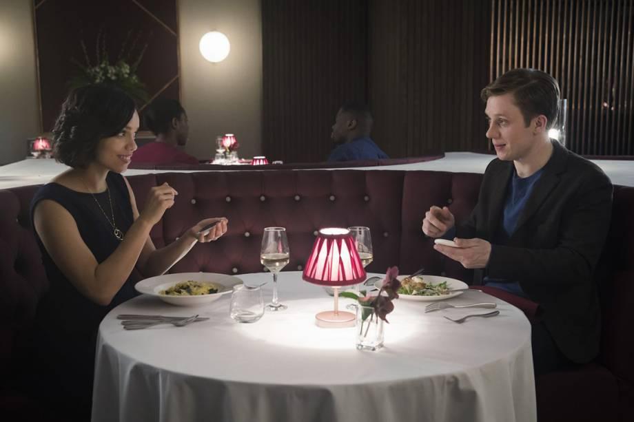 Cena do episódio 'Hang the DJ', da série 'Black Mirror'