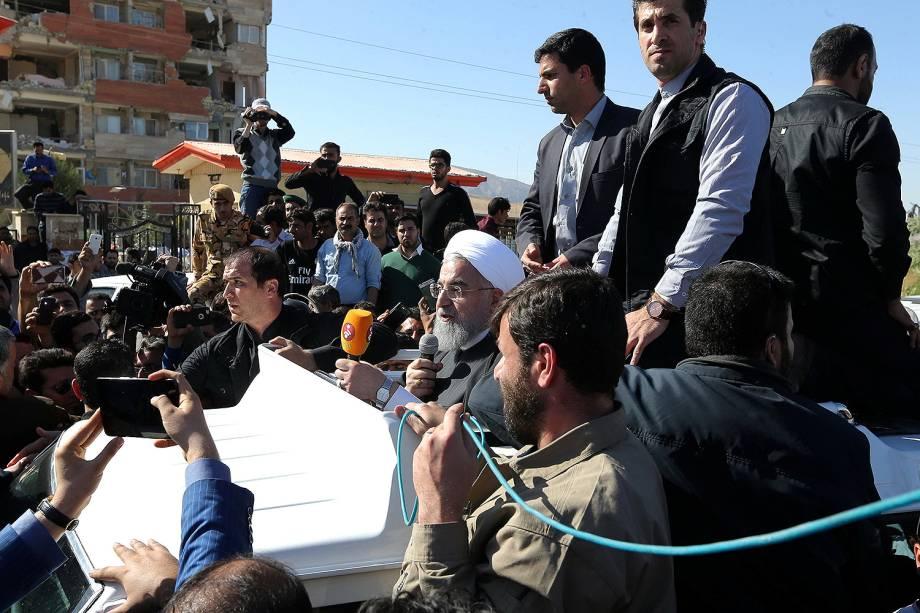 O presidente iraniano, Hassan Rohani, visita Sarpol-e Zahab, uma das cidades mais atingidas pelo tremor - 14/11/2017