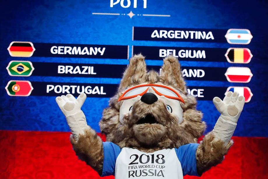 Mascote oficial da Copa do Mundo de 2018, lobo Zabivaka, durante os preparativos para sorteio dos grupos em Moscou, na Rússia - 29/11/2017