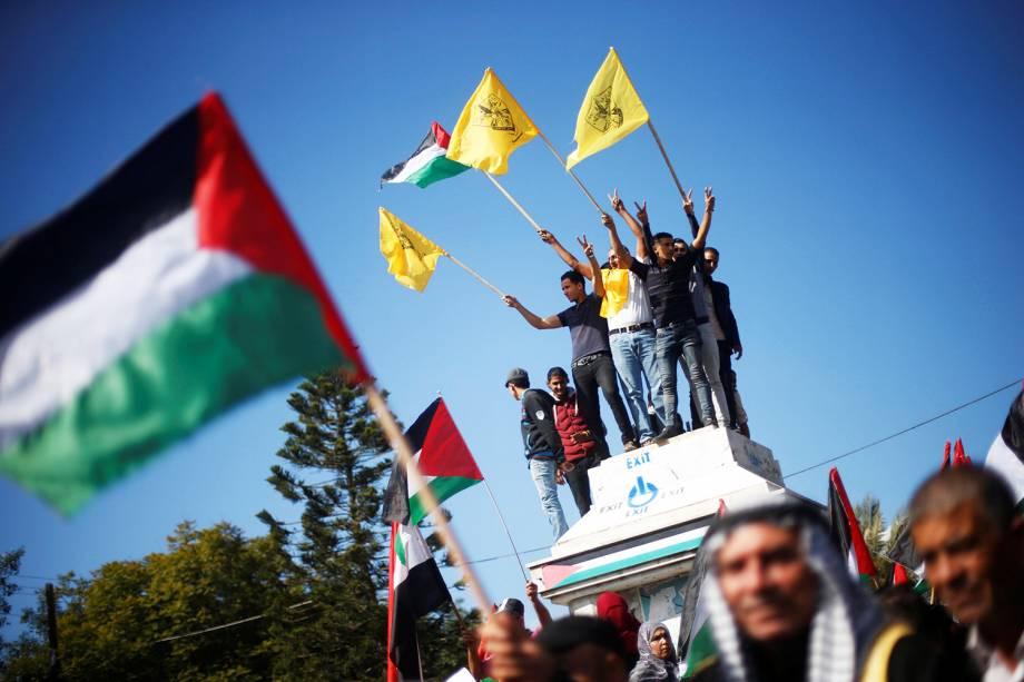 Palestinos realizam protesto em Gaza contra a Declaração de Balfour - documento assinado pela Inglaterra há 100 anos, prometendo a criação de um Estado judaico - 02/11/2017