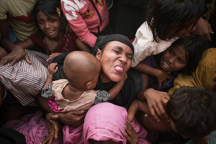 Tumulto durante distribuição de alimentos em campo de refugiados rohingya em Bangladesh - 28/11/2017