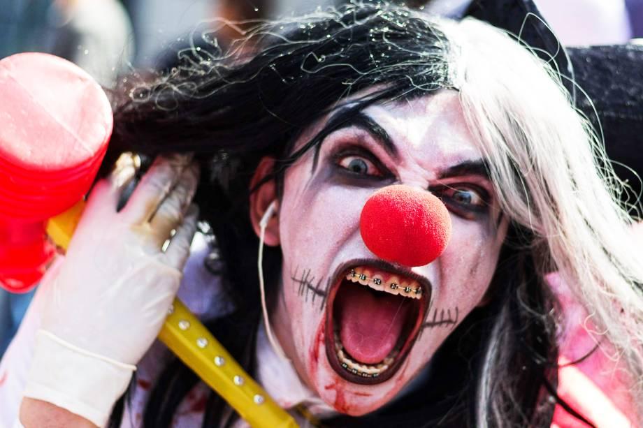 Movimentação de participantes durante a Zombie Walk, no centro de São Paulo (SP). O evento surgiu na Califórnia em 2001 e, desde 2006, é realizado anualmente na capital paulista, no feriado de Finados - 02/11/2017