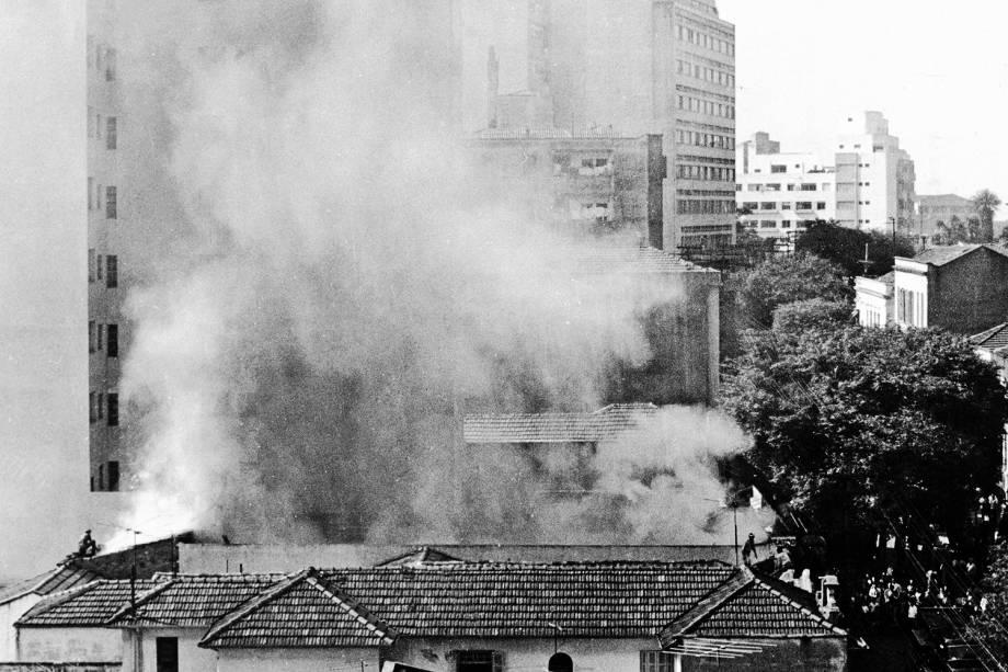 Vista do incêndio no Teatro Oficina 1966