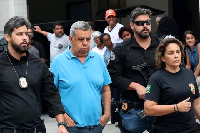 O presidente da Alerj, Jorge Picciani, é conduzido por policiais para realizar exames no IML e depois para presídio de Benfica, no Rio
