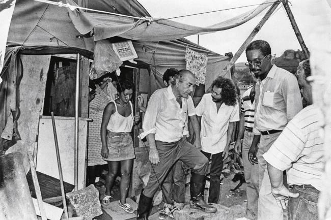 PA Rio de Janeiro (RJ) 06/03/1985 - Governador Leonel Brizola, visita a favela de Rio das Pedras - Foto Ricardo Leoni / AG O GLOBO
