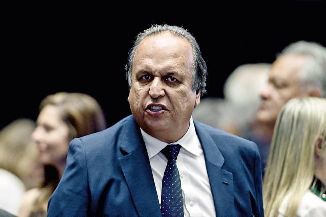 Brasília (DF), 10/05/2017 - Rodrigo Maia preside sessão plenária. Na foto, Luiz Fernando Pezão, governador do Rio de Janeiro, presente no plenário. Foto: Jorge William /Agência O Globo