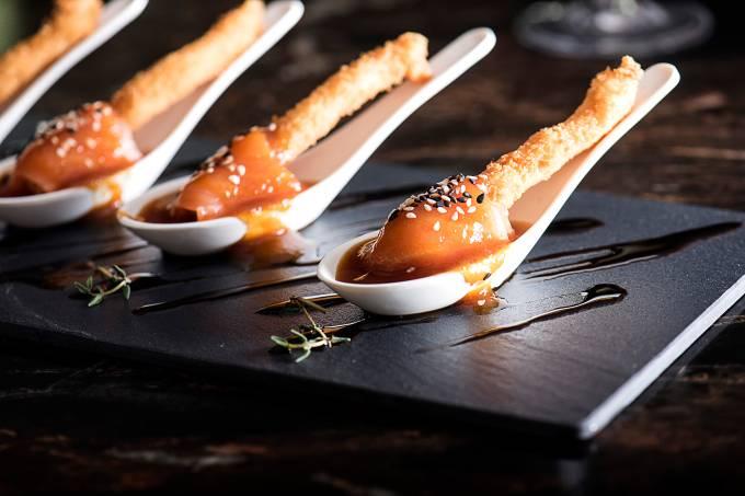 Pirulito de salmão crocante – Misaki – Fortaleza