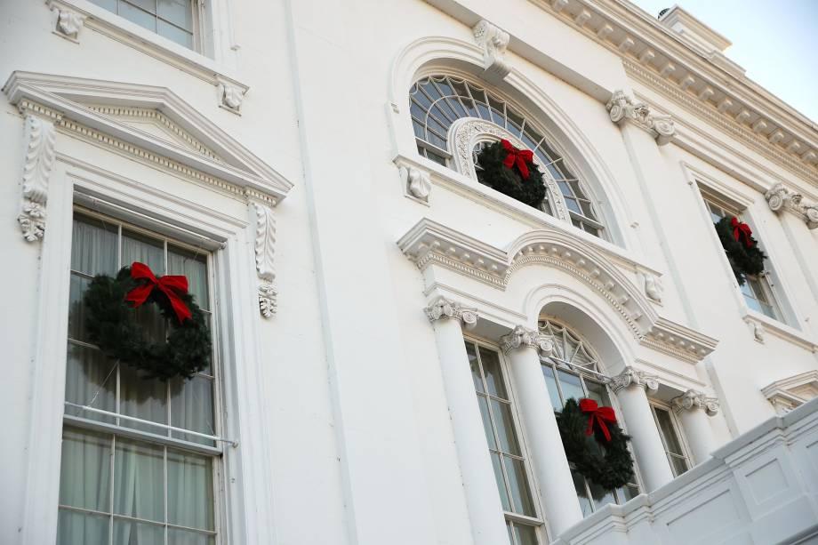 Fachada da Casa Branca decoradas para o Natal em Washington