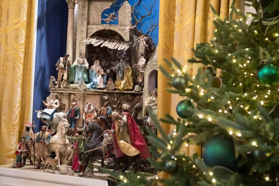 Presépio é parte das decorações de Natal na Sala Leste da Casa Branca, em Washington