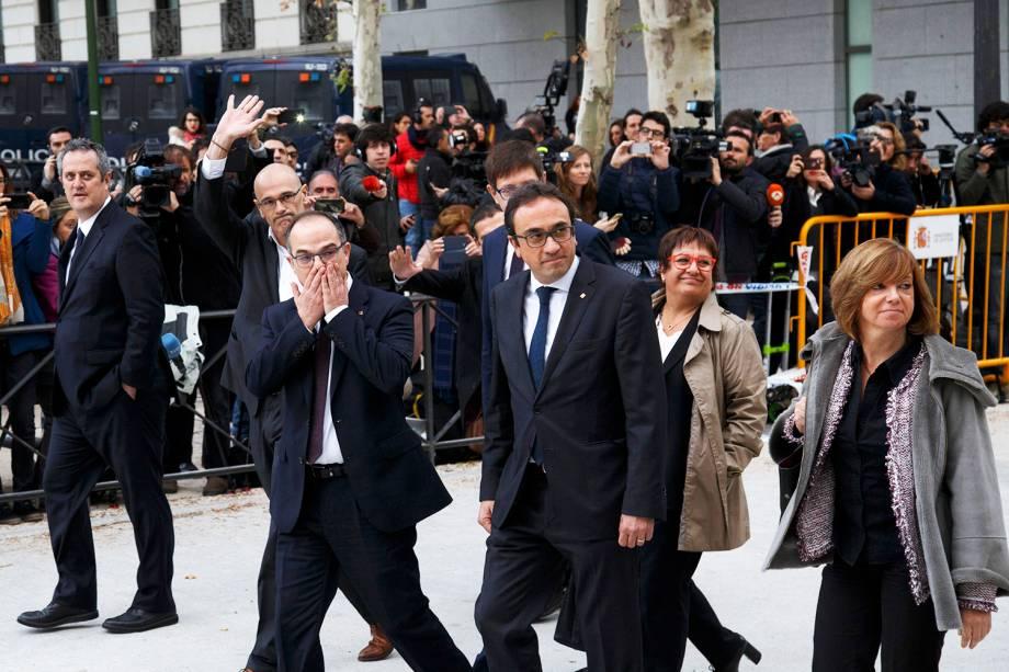Os ex-membros do governo catalão, Joaquin Forn, Raul Romeva, Josep Rull, Carles Mundo, Jordi Turull, Dolors Bassa e Meritxel Borras chegam ao Supremo Tribunal em Madri, na Espanha - 02/11/2017